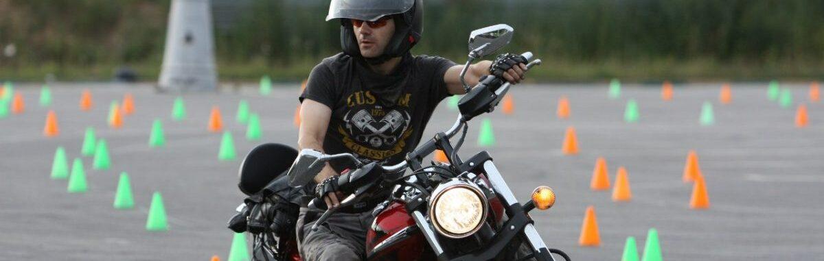Вождение мотоцикла и вождение в Мытищах